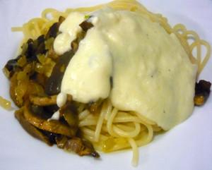 pasta-s-gribami-pod-slivochnim-soysom