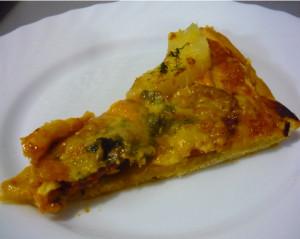 kusochek-pizzy-s-ananasami