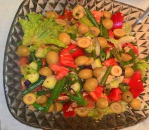 salat-ispanskiy-s-tuntsom-i-ovoshami