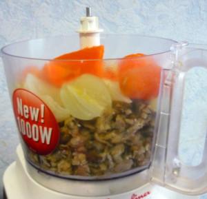 griby-morkov-luk-kartofel-so-slivkami--v-blendere