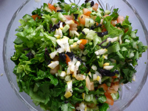 tsedra-limona-s-zeleniu-ogurtsom-i-pomidorami