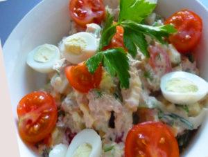 salat-s-tuncom-i-perepelinymi-yaycami