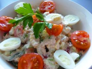 gotovy-salat s tuncom i perepelinymi yaycami