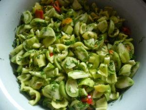 narezannye-zelenye-pomidory-i-perets