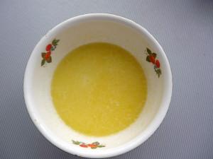 slivochnoe-maslo-s-molokom-saharom-i-soliu