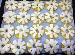 ananasy-obmotannye-testom
