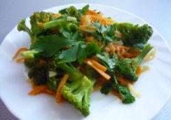 salat-iz-brokkoli-morkovi-i-luka