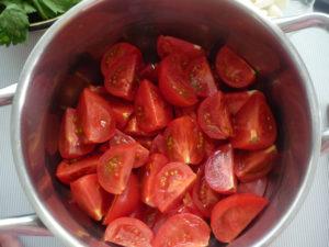 narezannye-pomidory-dlya-marinivaniya