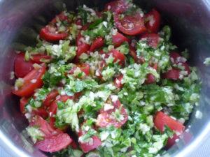 pomidory-zalitye-chesnochnoy-smesiu