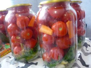 pomidory-razlozhennye-po-bankam