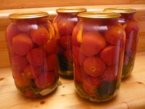 vkysnye-pomidory-marinovannye-na-zimu