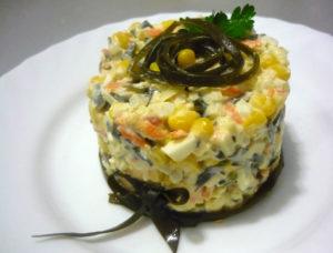 salat-eralash-s-morskoy-kapustoy