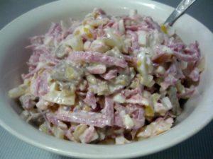 uzbekskiy-salat-s-zelenoy-redkoy